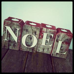 Upcycled 'Noel' pallet candles